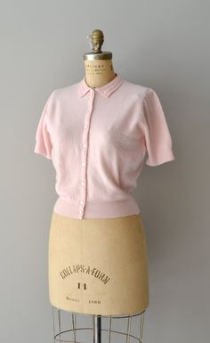✩ reserved for Aislinn ✩ ✩ reserved for Aislinn ✩ ✩ reserved for Aislinn ✩ ✩ reserved for Aislinn ✩ vintage 1950s ballet pink cashmere cardigan sweater with short sleeves and detailed turn-down collar. ✂-----Measurements    fits like: small/medium  bust: 34-36  length: 20  brand/maker: 100% Cashmere  condition: excellent    to ensure a good fit, please read the sizing guide:  http://www.etsy.com/shop/DearGolden/policy    ✩ more tops & sweaters ✩…