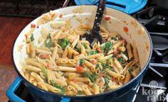 Deze Boursinpasta is absoluut het proberen waard Pasta, we zijn er gek op. We lusten het in alle soorten en maten, we zouden het zelfs zo iedere dag kunnen eten zonder er gek van te worden. Je kunt pasta immers op zo ontzettend veel verschillende manieren bereiden. Een simpele pasta kan net zo lekk