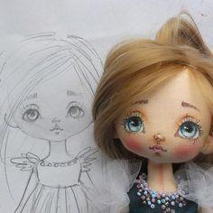 С добрым предобрым утром Скорее смотрите что у меня есть! Вернее КТО! Моя новейшая куклена От задумки до воплощения Произошла весенняя перезагрузка, всё другое и выкройка и личико Сейчас ещё в полный рост покажу☝