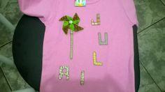 Camiseta feita em petcolagem