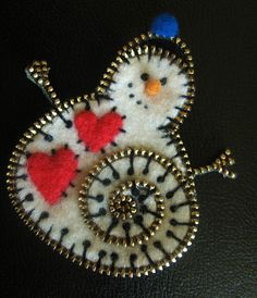 Why, oh why, hasn't anybody bought this for me? (zipper and felt snowman pin by woolly fabulous, via Flickr)