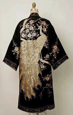 Kimono Style Evening Coat, ca. 20s Fashion, Art Deco Fashion, Fashion History, Vintage Fashion, Fashion Design, Tokyo Fashion, Kimono Fashion, Style Fashion, Girl Fashion