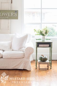 Miss Mustard Seed Living Room Inspiration, Furniture Inspiration, Living Room Designs, Living Room Decor, Ikea Sofa, Miss Mustard Seeds, Green Table, Furniture Makeover, House Colors