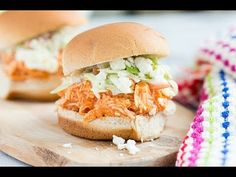 Recipe: Slow Cooker Buffalo Chicken Sliders with Celery Slaw (Skinny Mom) Chicken Recipes Under 300 Calories, Low Calorie Recipes, Healthy Recipes, Healthy Foods, Skinny Recipes, Skinny Meals, Free Recipes, Healthy Lunches, Healthy Dishes
