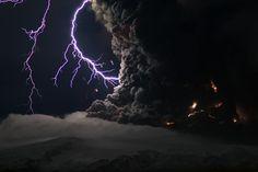 世界で目撃された火山雷