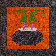 Halloween quilt at QuiltMoose. Pattern by QuiltArtDesign. Paper Pieced Quilt Patterns, Patchwork Quilting, Quilt Block Patterns, Applique Quilts, Fabric Patterns, Quilt Blocks, Halloween Designs, Halloween Crafts, Halloween Quilts
