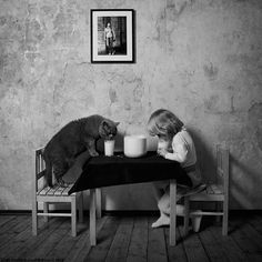 Black and White Friendship Story of a 4-Year-old Girl and Her Cat - MOGUL