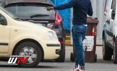 """Parcheggiatori abusivi litigano Pian di Massiano, assalita auto cronista LE RISSE TRA LORO SCOPPIANO PER MOTIVI DI """"GESTIONE"""" DEGLI SPAZI"""