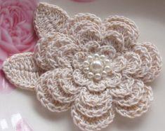 Crochet flor con hojas en 2-3/4 pulgadas YH-020