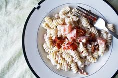 Bacon & Tomato Ranch Pasta Salad - This cool creamy pasta salad is perfect for summer and is loaded with flavor and the crunch of bacon!