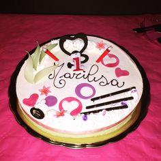 Ed ecco la torta di compleanno della mia piccola principessa 😍 #torta #tortacompleanno #cacke #birthday #birthdaycake #happybirthday #party #firstbirthday #primocompleanno #1 #littlegirl #babygirl #baby #marilisa #babymarilisa #bellezzaprecaria #birthdayparty #crazycream