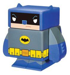 Figura magnética Batman 4 cm. DC Cómics. Funko Espectacular figurita fabricada en vinilo con 5 partes extraíbles e imantadas del personaje de Batman de 4 cm, 100% oficial y licenciada. De buen seguro este un regalo muy original y divertido.