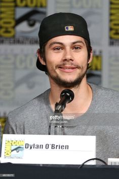 Actor Dylan O'Brien attends the 'Teen Wolf' panel during Comic-Con. Teen Wolf Ships, Teen Wolf Boys, Teen Wolf Dylan, Teen Wolf Cast, Dylan O'brien Maze Runner, Dylan O Brain, O Daddy, Dylan O Brien Cute, Bae