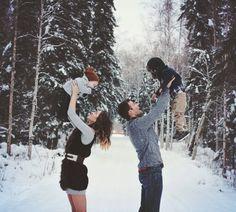 Winter family photo shoot by @skyephotography #familywintershoot #familyphotoshoot