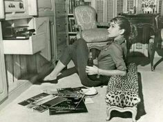Lance's Dark Mood Party Mix Vol 4 (Trip Hop / Downtempo / Electronica / . Vinyl Record Art, Vinyl Music, Dj Music, Music Pics, Music Videos, Audrey Hepburn, Retro, Style Parisienne, Fun Deserts