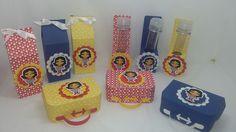 Kit de lembrancinhas para festa, tema Mulher Maravilha, composto por 30 itens, conforme descrito abaixo: <br>12 caixas milk, confeccionados em papel 180 gramas ; <br>12 maletas, confeccionados em papel 180 gramas; <br>12 porta tubetes confeccionados em papel 180 gramas (o tubete acompanha o tubete) <br> <br>Todos os itens são decorados com papel de scrap 180 gramas. <br>Todos os produtos podem ser vendidos separadamente. <br>Pode ser produzido em outras cores e temas.