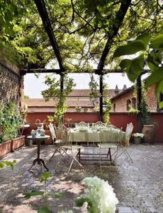 terrace in Milan Types Of Bricks, Types Of Houses, Porches, Terrace Floor, Brick Building, Small Trees, Types Of Plants, Investment Property, Growing Plants