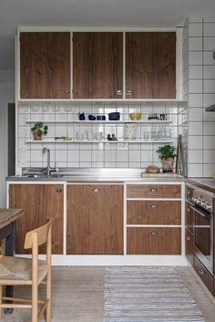 Discover Unique Kitchen Ideas Do It Yourself Loft Kitchen, Home Decor Kitchen, Kitchen Furniture, New Kitchen, Home Kitchens, Kitchen Dining, Kitchen Cabinets, Kitchen Ideas, Interior Simple