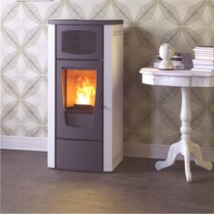 Red365 Gardenia air pellet stove. Gardenia. Easy to use, modern design, stylish colours. Pellet stove for hot air production with forced convection. MATERIALS: STRUCTURE: Steel; FRONT, FIREBOX: Cast Iron; FIREPLACE: Refractory material; SIDES, TOP; Epoxy coated metal.