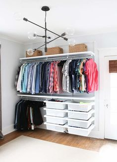 Cheap closet: meet 10 tips and 60 creative ideas for decorating . - Cheap closet: meet 10 tips and 60 creative ideas for decorating Cheap closet: meet 10 tips and 60 c - Closet Storage, Bedroom Storage, Bedroom Decor, Storage Organization, Bedroom Organization, Clothes Storage Ideas Without A Closet, Clothes Storage Ideas For Small Spaces, Diy Clothes Rack Cheap, Wardrobe Storage