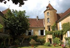 Between Quercy and Perigord, intimate and romantic manor house, listed MH - chateaux for sale - midi-pyrenees - Patrice Besse Castles and Mansions of France, real estate agency specializing in the sale of castles, historic houses and all character building