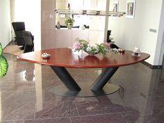 ovale tafel 350 x 140 cm. met voet in leder/ rvs ontwerp en productie door Kulowany interieur in Hoensbroek