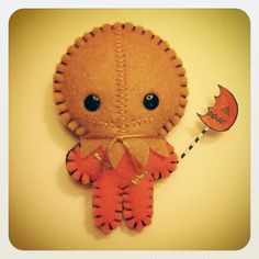 Possibly some of the cutest indie horror art we've come across, Daniela Fernández creates NuffNuffToys – adorable little . Halloween Ornaments, Felt Ornaments, Halloween Crafts, Halloween Felt, Horror Crafts, Horror Art, Felt Crafts Kids, Movie Crafts, Trick R Treat