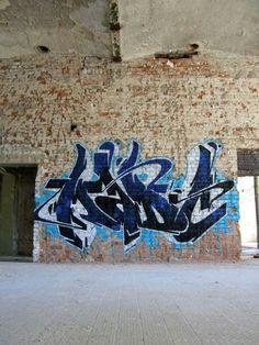 Love Graffiti, Graffiti Writing, Graffiti Alphabet, Street Art Graffiti, Happy 2015, High School Art, Calligraphy Letters, Street Artists, Diy Painting