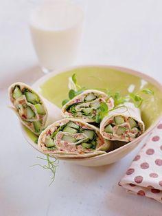 Enkel vegetaroppskrift med tortillawraps fylt med gode grønnsaker. En velsmakende lunsjrett som du kan nyte i pausen på jobben eller ha med på piknik.