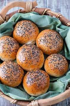 A Perfect Brioche Buns recipe for burgers. This bun is perfectly toasted with a golden colour on the outside, soft inside, a perfect sprinkling of sesame seeds on top, and it can hold the weight of the burger and its toppings. Burger Recipes, Bread Recipes, Baking Recipes, Nutella Recipes, Baking Tips, Cookie Recipes, Butter Brioche, Brioche Bun, Brioche Rolls
