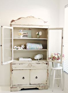 Adding That Perfect Gray Shabby Chic Furniture To Complete Your Interior Look from Shabby Chic Home interiors. Armoire Shabby Chic, Cottage Shabby Chic, Style Shabby Chic, Shabby Chic Vintage, Shabby Chic Bedroom Furniture, Shabby Chic Kitchen, Shabby Chic Homes, Shabby Chic Decor, Vintage Farmhouse