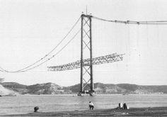 "of Abril bridge construction"".It looks a lot like San Francisco's bridge, but it's definitely portuguese! Most Beautiful Cities, Beautiful Beaches, Old Pictures, Old Photos, San Francisco Bridge, Costa, 25 Avril, Bridge Construction, Time Travel"