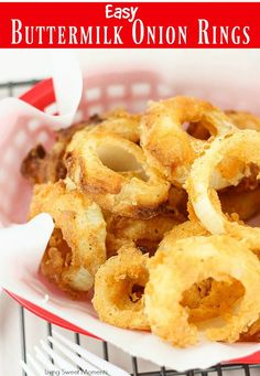 Easy Buttermilk Onion Rings - Living Sweet Moments These Easy Buttermilk Onion Rings are battered and fried to perfection and make a delicious side dish to any meal. Serve with a tasty dipping sauce. Onion Strings, Onion Ring Batter, Baked Onion Rings, Baked Onions, Buttermilk Recipes, Onion Rings Recipe Buttermilk, Cheeseburger, French Fried Onions, Side Dish Recipes