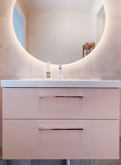 VISKAN Solid 80 in Rose Dust NCS-color and a round mirror LOOX Also available inr.no and inr. Vanity Units, Round Mirrors, Rose, Color, Design, Home Decor, Houses, Pink, Decoration Home