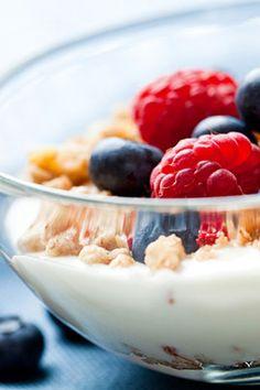 Morgenmad opskrifter til flad mave – Få diæten gratis på Q Healthy Breakfast Recipes, Healthy Snacks, Healthy Eating, Healthy Recipes, Breakfast Ideas, Healthy Yogurt, Healthy Soup, Easy Recipes, Food For Pregnant Women