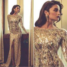 Alia Bhatt's latest photoshoot will depress you because you'll probably never look this good Alia Bhatt Photoshoot, Indian Photoshoot, Indian Celebrities, Bollywood Celebrities, Bollywood Stars, Bollywood Fashion, Alia And Varun, Beautiful Bollywood Actress, Deepika Padukone