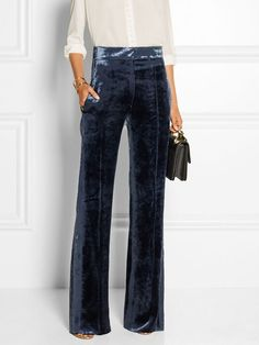 Velvet Pants paired with a white blouse make for the perfect holiday outfit idea. Fashion Moda, Fashion Week, Fashion Outfits, Womens Fashion, Trendy Fashion, Fashion 2017, Looks Style, Style Me, Business Outfit Frau
