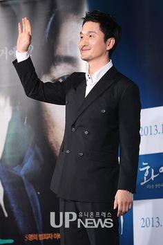 장현성 (Jang Hyun-sung) at a' 화이' (Hwai) press conference