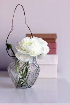 hanging vase, white flower
