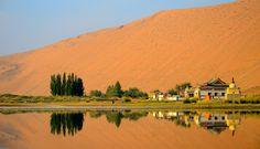 Die einzigartige Badain Jaran Wüste zu Fuss und mit Kamel erkunden! Trekking Tour quer durch die Badain Jaran Wüste.