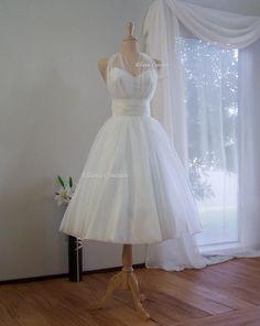 Marilyn  Retro Inspired Tea Length Wedding Dress. par EllanaCouture, $425.00