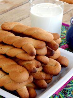 Κουλουράκια κανέλας (Food for thought) Greek Sweets, Greek Desserts, Greek Recipes, Greek Cookies, Orange Cookies, Food Gallery, Cooking Recipes, Healthy Recipes, Food For Thought