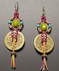 Instructions to make micro-macrame Chinese Coin Earrings. Macrame Earrings, Macrame Jewelry, Coin Jewelry, Jewelry Crafts, Micro Macrame Tutorial, Macrame Supplies, Macrame Owl, Creation Deco, Earring Tutorial
