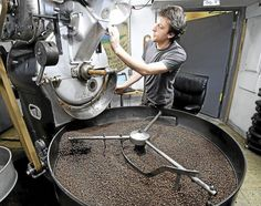 Local roasters brew the perfect cup of coffee... Millions of Americans warm themselves up with a hot cup of joe during the bitter winter months.  But what if they want more out of life than instant coffee and drive-thru shops? That's where local coffee roasters come in. .... a spotlight on  Mocha Joe's in Downtown Brattleboro