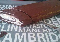 Túrórudi szelet (cukor és liszt mentes) Healthy Cake, Healthy Cookies, No Carb Recipes, Healthy Recipes, Feta, Health Lunches, Hungarian Recipes, Hungarian Food, Pastry Cake