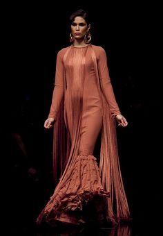 Vicky Martin Berrocal Fashion Moda, Fashion Line, I Love Fashion, Fashion Details, Fashion Design, Ball Gown Dresses, Evening Dresses, Elie Saab, Flamenco Costume