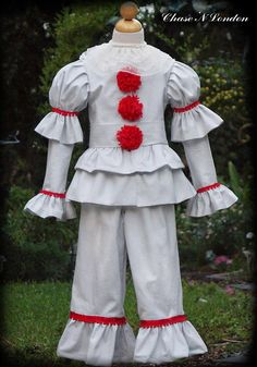 Awww, come on bucko! Dont you want a... balloon? Pennywise the dancing Clown.... Nothing like Stephen Kings thriller IT to conjure up the feelings of Halloween... This is a 4 piece beautifully stitched set which includes ... lace collar red embellished long sleeve puffed sleeve