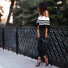 Looking for black and white outfits to change things up? Find a full photo gallery of black and white outfit combinations. Maximize your style today. Source by bricekep ideas going out Fashion Mode, Look Fashion, Womens Fashion, Fashion Trends, Fashion Bloggers, Fashion Black, Fashion News, Classy Fashion, Fashion Night
