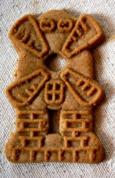 I love Windmill Cookies. Reminds me of when I was a kid and after church, I would grab a windmill cookie. And my Mom always said that my hero, my Great Grandma Policka, would make windmill cookies. Typical Dutch Food, Dutch Cookies, Dutch Recipes, Amish Recipes, Gingerbread Man, Cookies Et Biscuits, Dog Cookies, Tapas, Cookie Recipes