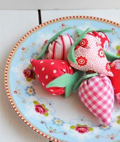 Lots of strawberries today..............both real and stitched ones to enjoy............they are one of my favourite fruits for both eat...